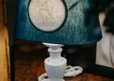 Porzellan Lampenfuß mit Seidenschirm und Lithophanie Platte