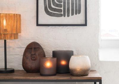 Lampe aus Kordeln und Bild mit Muster