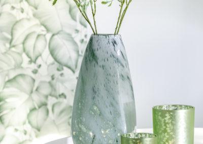 ausgestellte Pflanzen in einer besonderen Struktur Vase aus Glas