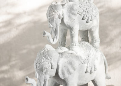 Orientalische Figuren in Form von Elefanten