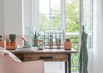 Eingerichtetes Zimmer in Rosefarben eingerichtet
