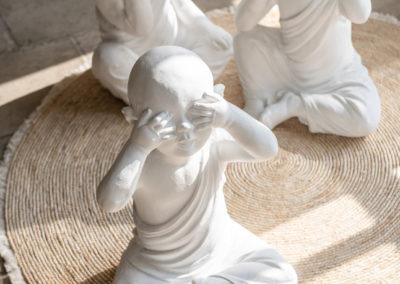 Drei buddhistische Keramik Figuren