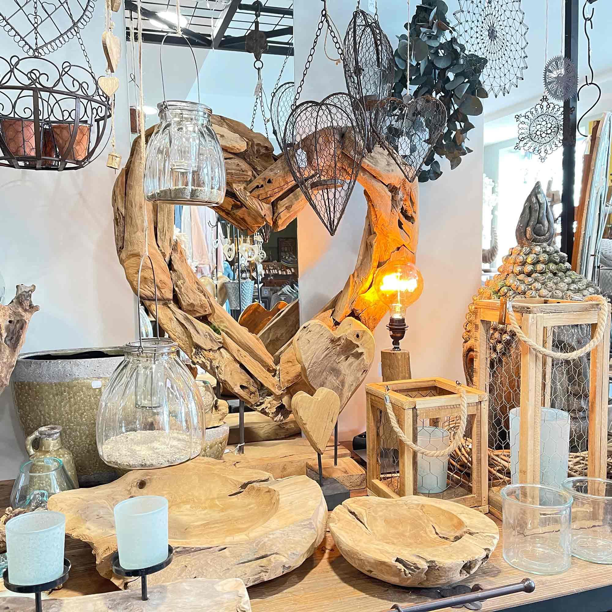 Herz, Schalen, Kerzenständer und Windlichter aus Teakholz